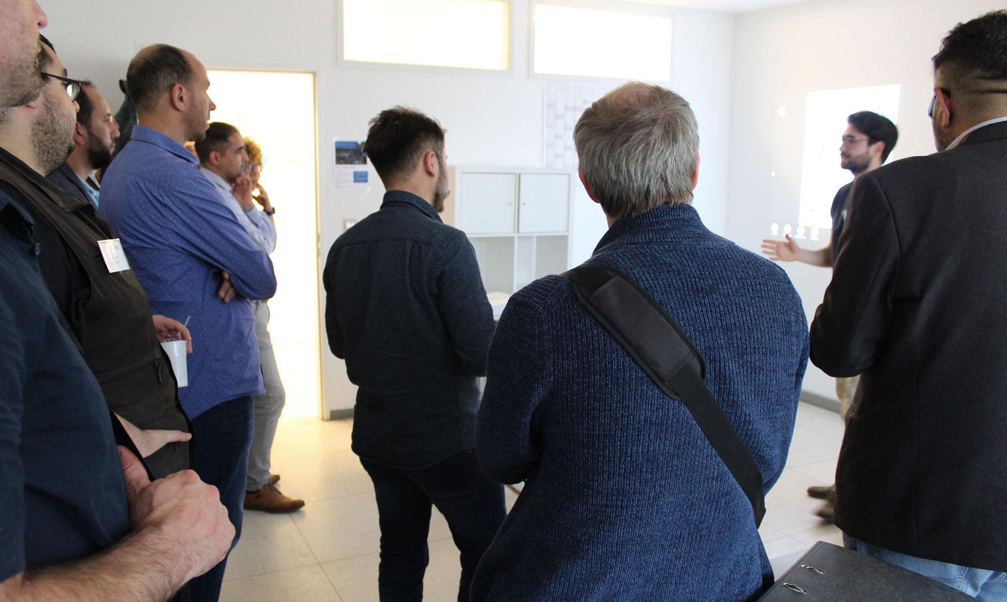Junior-Coach präsentiert die Arbeit des 180 Grad Wendepunkts Bonn.